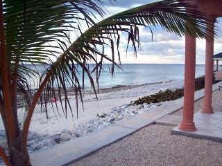 Luxury Oceanfront Condos on Cayman Brac, Caimán Brac