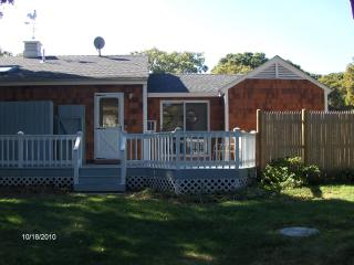 Clean, comfortable ranch with lots of amenities, Oak Bluffs
