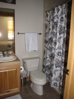 Private bathroom in queen size bedroom ensuite