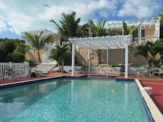 Aqua View Villa, Stunning Pool, Waterfront-  Book NOW !!