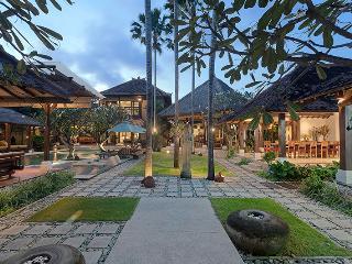 Villa Kampung Besar 6-bedroom in Seminyak