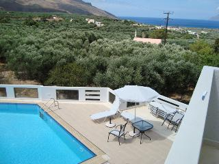 Big luxury apartment with sea view in a quiet small hotel with swimming pool, Kissamos