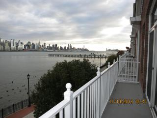 SUPER BOWL RENTAL - Gorgeous Waterfront Condo With