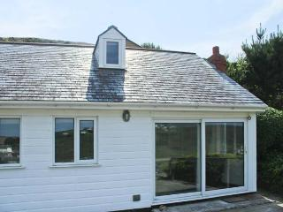 SEACOTT, sea views, woodburner, en-suite, detached cottage in Porthtowan, Ref