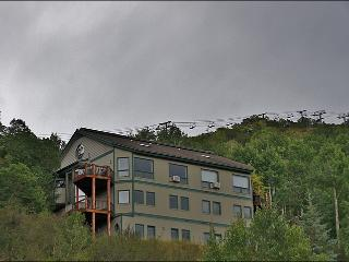 Easy 3 Minute Walk to Ski Slopes - Great Gondola & Yampa Valley Views! (7504), Steamboat Springs