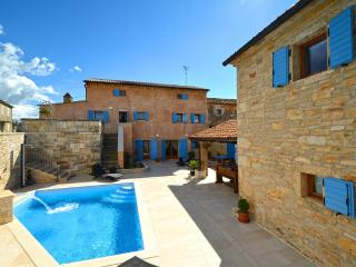 Restored old Istrian villa with heated private pool and wine cellar, Barat
