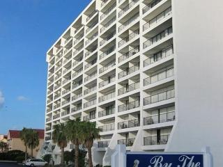 By the Sea #1005, Wi-Fi, Pet Friendly, BEACHFRONT, Galveston