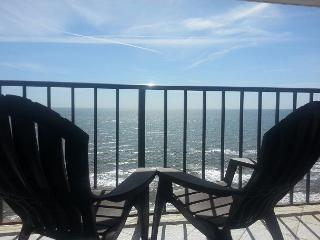By the Sea #1207- 1/1- BEACHFRONT- Pet Friendly, Galveston