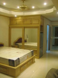 queensize bed and wardrobe