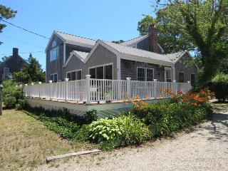 Roomy, Bright Home 4 Minute Walk to Beach--047-B, Brewster