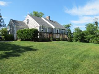 Nice & Roomy, 4-Minute Walk to Sandy Beach--055-B, Brewster