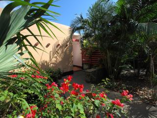 Villa in Paradise w/Private Pool!  Walk to beach!, East End
