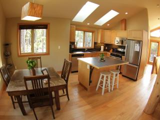 Luxury Suite - Jensens Bay Inlet, close to beach, Tofino