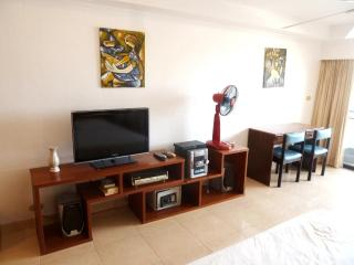 Big Studio (40 qm) - 5 min walk to Walking Street, Sao Hai