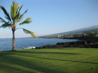 Beautiful Kona, Hawaii, ocean golf course condo