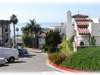 Ocean view for 2! 1 block to beach in Pier Bowl, San Clemente