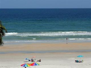 BEAUTIFUL 2 BDR/2 BATH OCEANVIEW CONDO, New Smyrna Beach