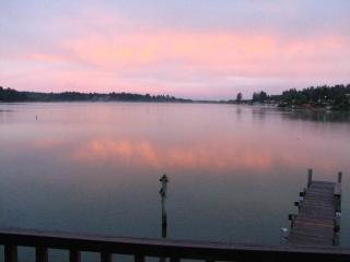 Brannholm Lakefront Home with Dock-Pet Friendly, Lincoln City