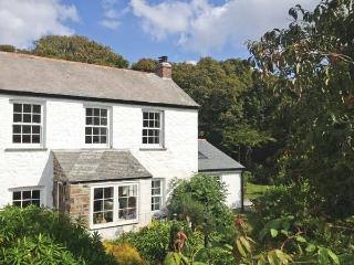 THE FARMHOUSE, en-suite, woodburner, peaceful location, near Coverack, Ref. 3044