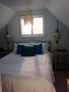 Queen bedroom en-suite.