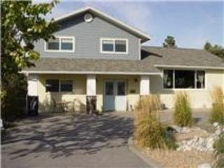 Bright, spacious Parkside home next to beaches, Penticton