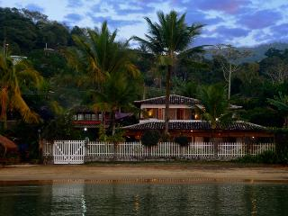 Luxury beach house, high level comfort & service, Paraty