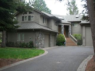 Popular Sunriver Home with SHARC access on the golf course