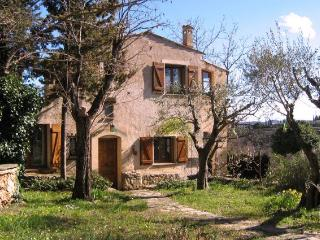 Idyllic Cottage with a Balcony, in Provence