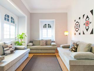CHIADO HISTORICAL CENTER 4 BEDROOMS up to 15 GUEST, Lisbon