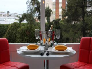 Big apartment in Balmes street,only for families., Barcelona