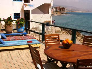 'CORAL': FANTASTIC APARTMENT DIRECT ON THE BEACH, HUGE TERRACE..