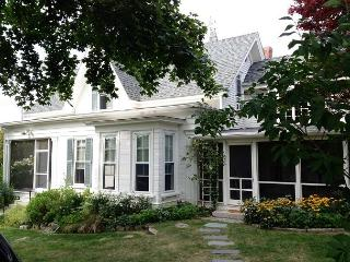 Pleasant House: Old-world charm w/ modern updates in the heart of the village, Rockport