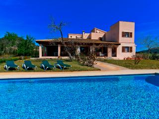 Villa Pula Golf - Fantastic finca for up to 12 persons at Pula's golf course, Son Servera