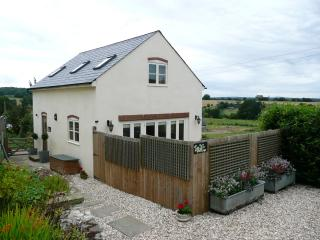 Rural retreat (2 bed sleeps 4) 4 star rated, wifi, Gloucester