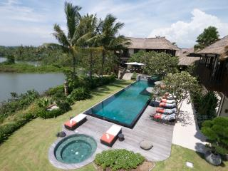 Ambra, 5 Bedroom Luxury Beachfront Villa, Canggu