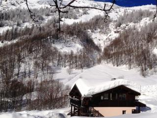 Huge 10 bedroom self catering chalet in Chamonix sleeps up to 20 with all the toys, ski-in-out, Argentiere