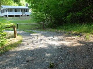 Peaceful Cottage with Private Hiking Trails, Marshall