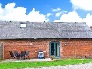 CHESTNUT COTTAGE, pet-friendly, romantic retreat, eco-friendly heating, near Ellesmere, Ref. 23291