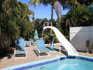 Fun waterfront pool house, Fort Lauderdale