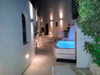 Luxury 'Villa Olivia' Large Sun-terrace, Pools, Bar, Barbecue, Stunning View, Santorini