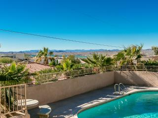 3bed/3bath home w/ Pool, deck & amazing lake views