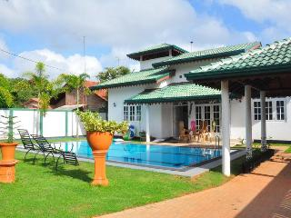 villa with swimpool, Dambulla