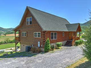 Skiing,hiking,tubing?Toy Box is close by on easy winter roads! 3/3 log home/F/P!