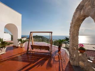 Splendid & luminous three-story villa with pool, Nerano