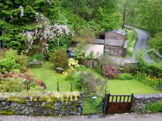Boutique styled, historic cottage by Lake Windermere. Child and2/3 dogs welcome.