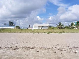 Direct Beachfront Tropical Retreat Sea Sparkle 3, Hutchinson Island