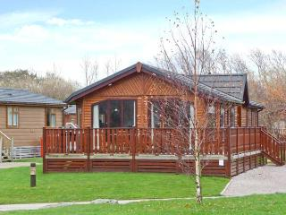 CRAG VIEW LODGE, detached lodge, all ground floor, use of on-site facilities, in South Lakeland Leisure Village, Ref 28139