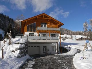 Exclusive Chalet Davos with views of ski slopes