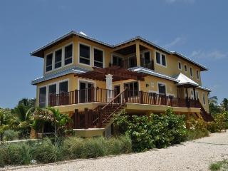 OCEAN FRONT VILLA- Grand Mangrove House, Maratona