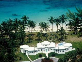 Breathtaking oceanfront 3-bedroom villa on Eleuthera, Governor's Harbour
